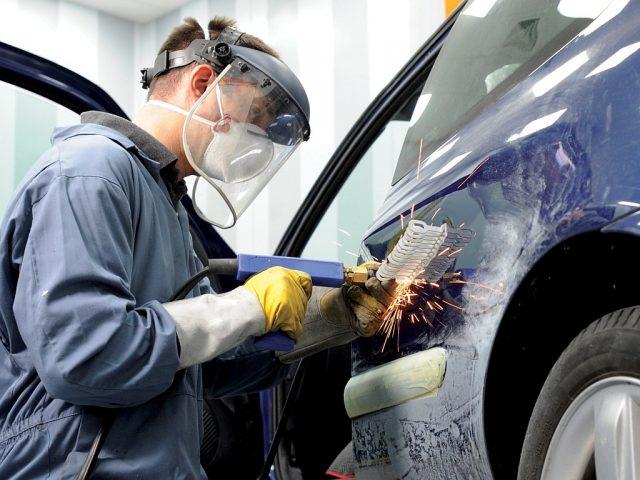 Правительство РФ предлагает установить приоритет ремонта автомобиля над выплатой по ОСАГО