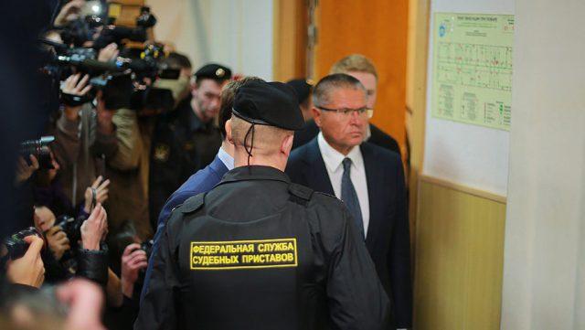 Алексею Улюкаеву не дали вовремя уйти в отставку