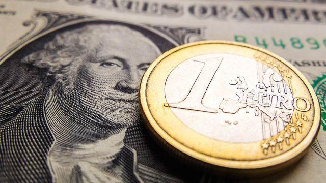 Евро упал до минимума с июня 2015 года