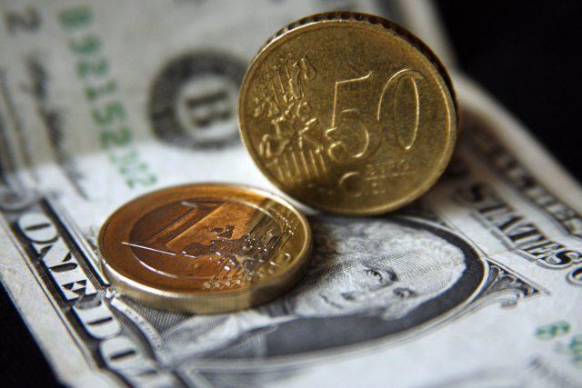 На сколько ФРС ослабит рубль к выходным