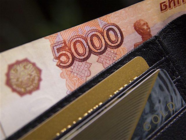 Реальные доходы россиян в феврале снизились на 4,1%