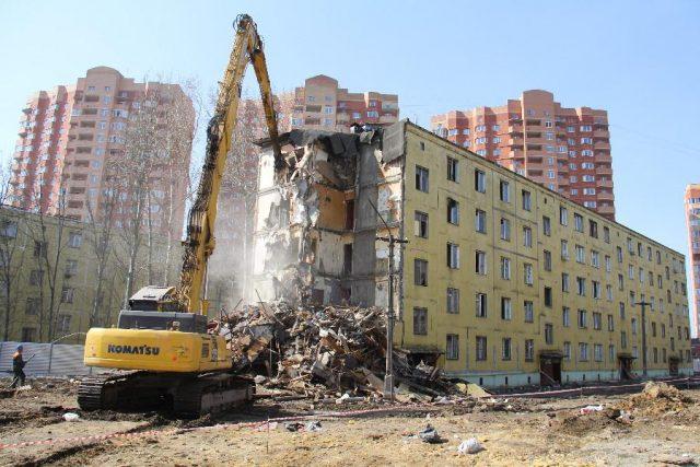 Аварийное жилье прощается, но не уходит