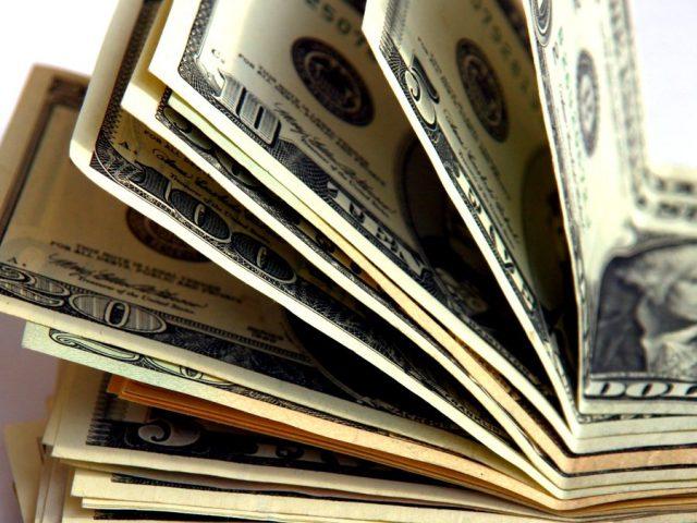 Путин поручил изучить возможность снижения штрафов за просрочку возврата валютной выручки