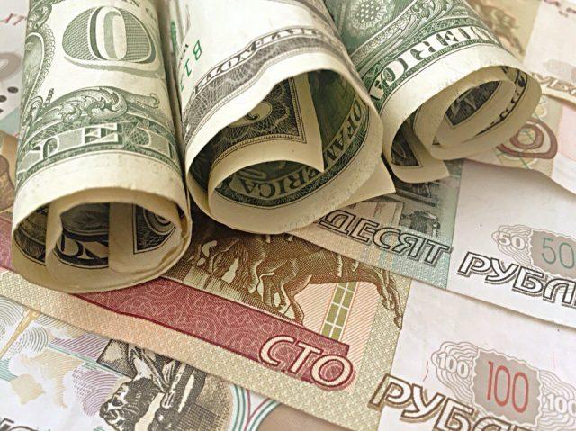 Доллар уже в среду готов приблизиться к 55 рублям