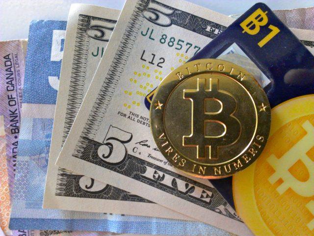 Стоимость биткоина впервые превысила две тысячи долларов
