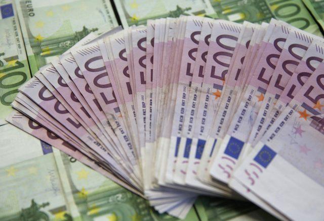 Минфин РФ сократит покупку валюты до минимума из-за недополученных доходов