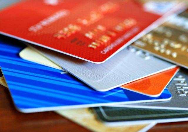Число выданных кредиток в России выросло на 23 процента