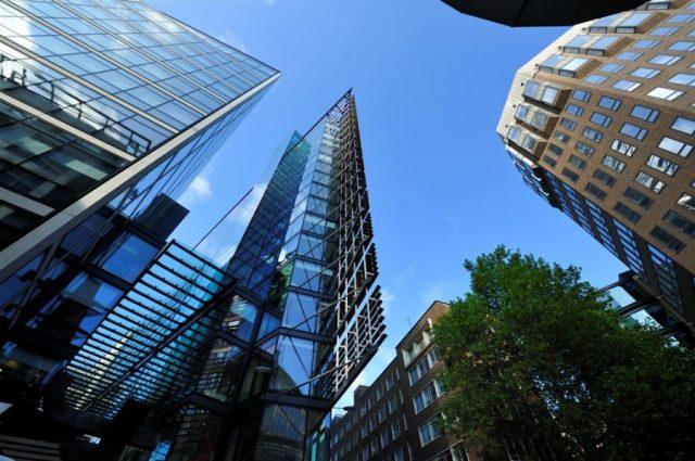 Деньги не идут в офисы. Объем инвестиций в коммерческую недвижимость сократился на треть