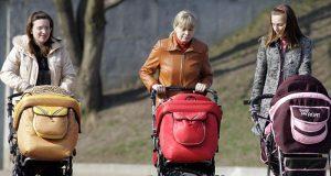Орешкин призвал молодых мам поработать ради экономического роста