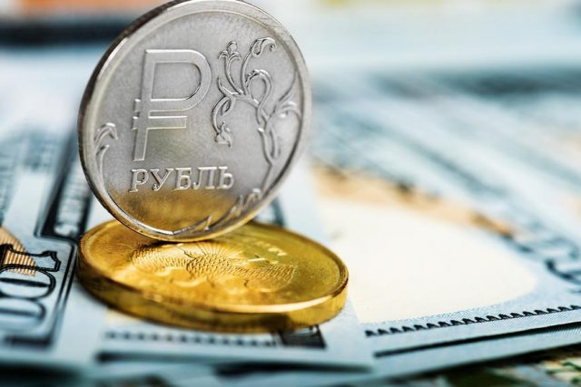 Причин для роста рубля не осталось: какой курс ждать к осени