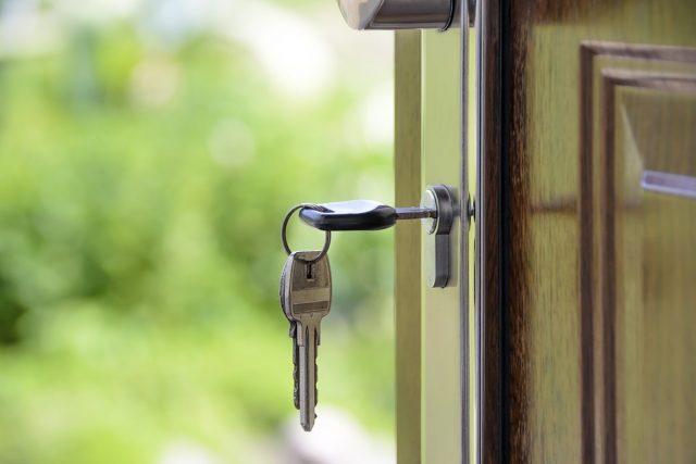 Квартиру не отнимут. Правительственная комиссия поддержала идею запретить отнимать жилье у добросовестных покупателей