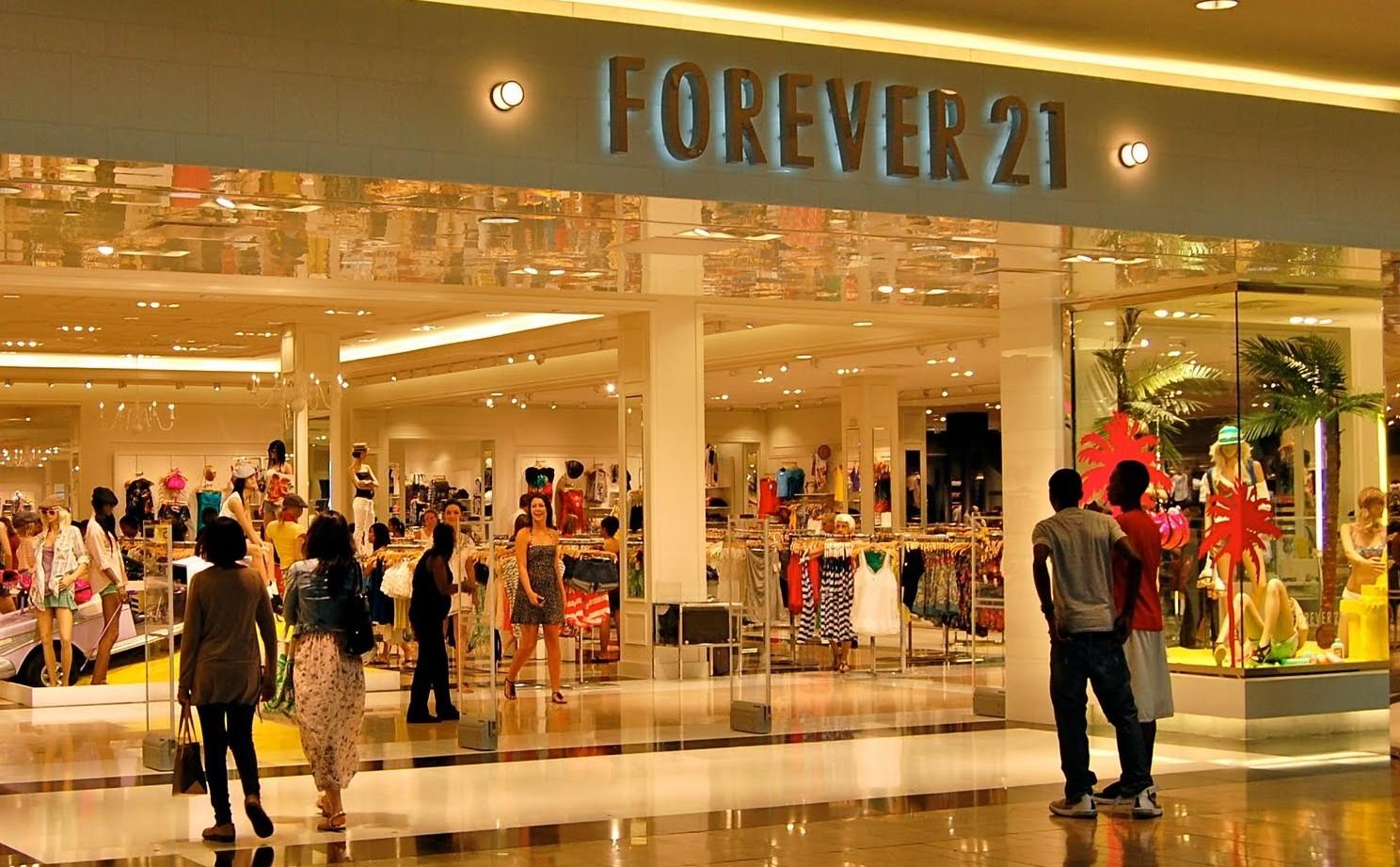 55c8dfe33a9a Поэтому при плановом повышении цен на 3-5% «у руля» модного рынка останутся  бренды, предлагающие универсальную одежду всех категорий, для мужчин и  женщин, ...