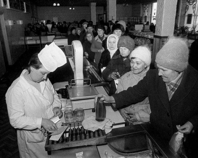 Жизнь взаймы: что покупали в кредит советские граждане