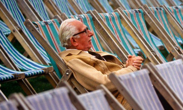 Пенсии теряют на акциях. Высокорисковые вложения НПФ пока не оправдали себя