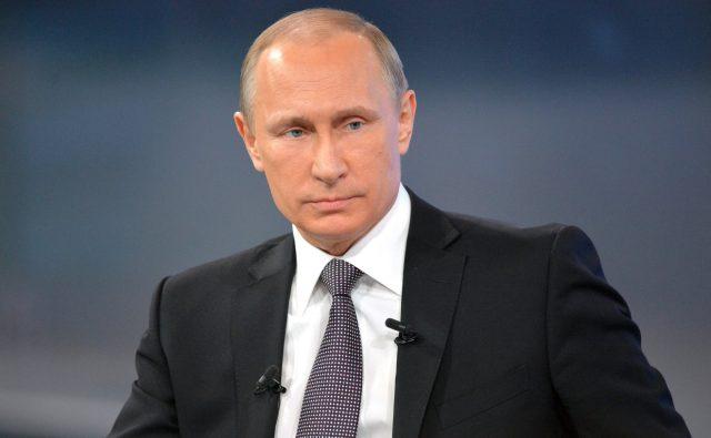 Путин: Бюджет-2018 предусматривает сокращение расходов на оборону