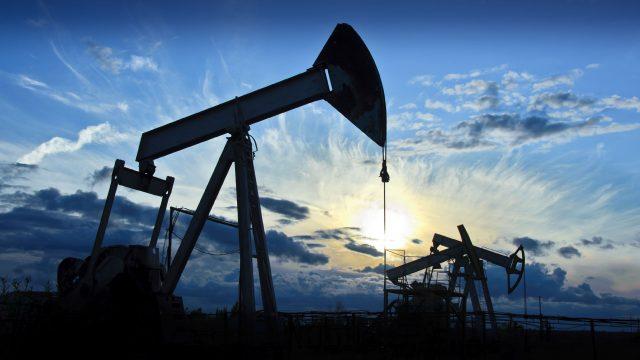 Нефть дорожает на ожиданиях урагана в Мексиканском заливе