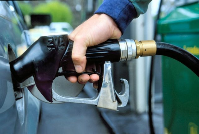 В правительстве договорились поднять акцизы на топливо