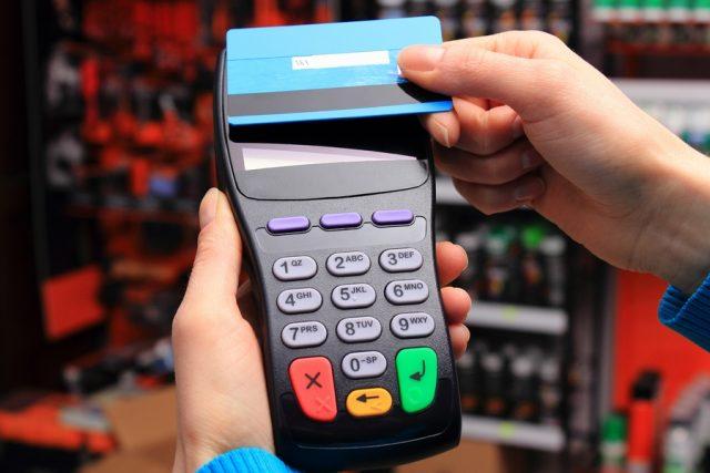 Сбербанк начал выпускать бесконтактные карты