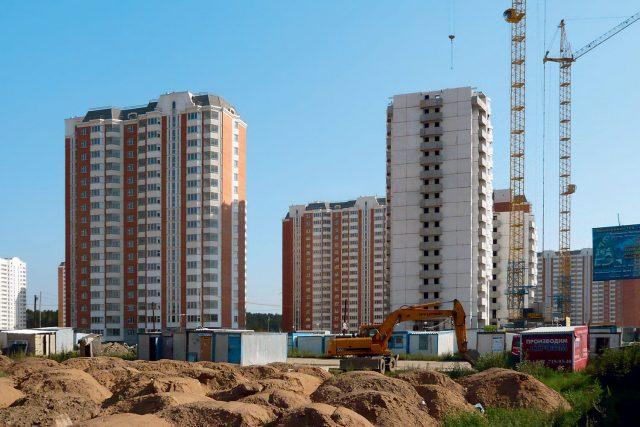 Квартир может не хватить на всех? В РФ строят все меньше жилья