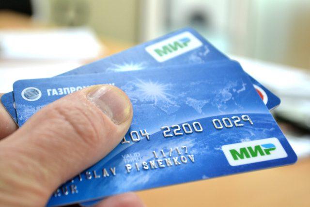 С 1 октября продавцы с выручкой более 40 млн руб. обязаны принимать карты