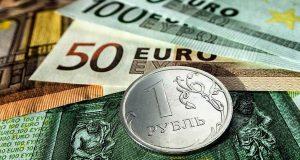 Названы те, кто играет против рубля