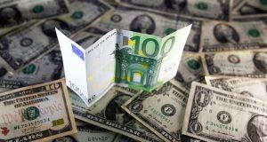 Сейчас не время бежать от рубля в доллар и евро