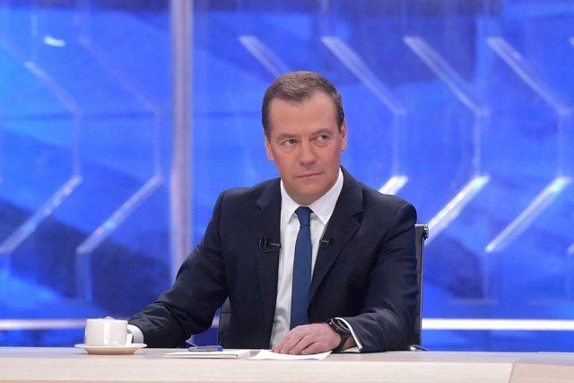 Медведев дал совет, в какой валюте хранить деньги