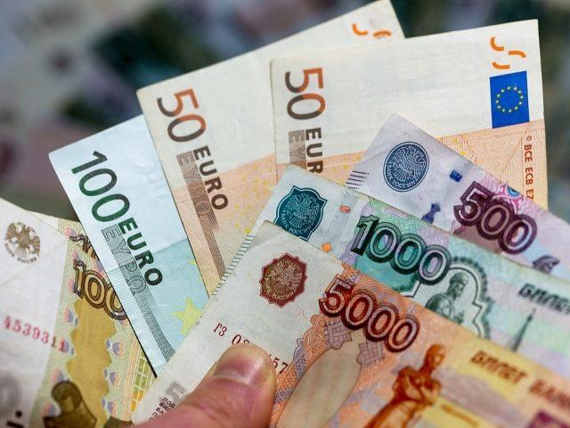 Три против одного за укрепление рубля на этой неделе