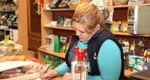Надзор зайдет в магазины. Чиновники получат право контрольной закупки алкоголя