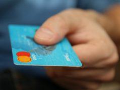 Данные о льготах россиян предлагают записать на банковские карты