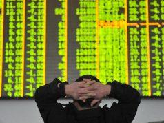 Токийская биржа на открытии упала на три процента