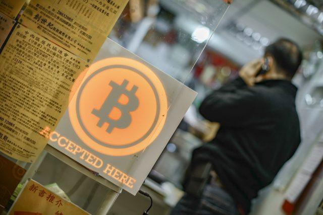Биткойны обернутся через пластик. Криптовалюты подключаются к новому эмитенту платежных карт