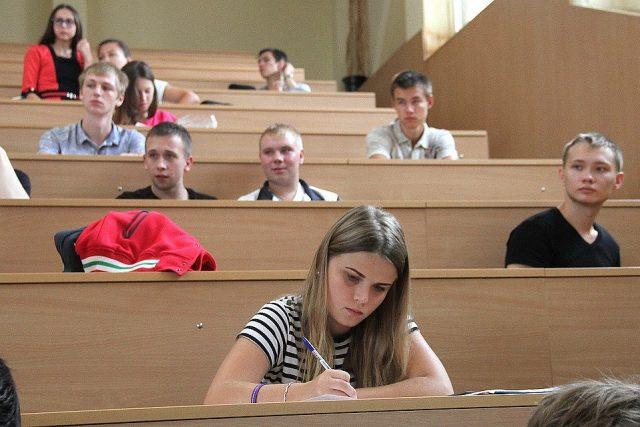Проект обязательного для всех распределения после ВУЗа обсуждают все студенты