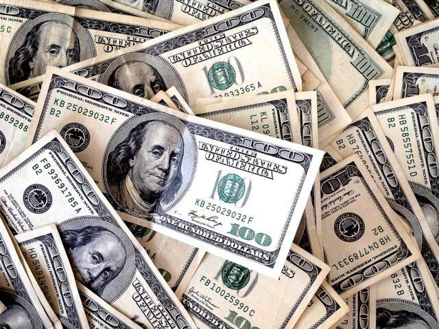 Экономисты определили курсы доллара и евро к майским праздникам