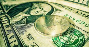 Курс рубля снизился до многомесячных минимумов