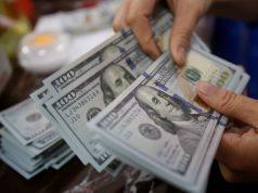 Большинство россиян не беспокоит падение рубля