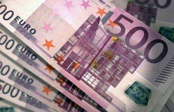 Дорогой отдых: когда покупать доллары и евро в преддверии отпусков