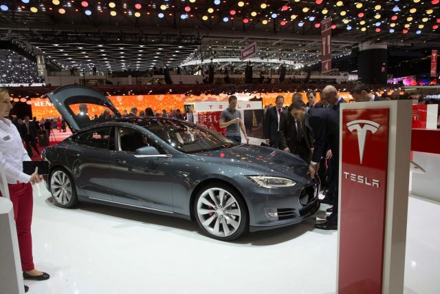 Шутка Илона Макса привела к падению акций Tesla