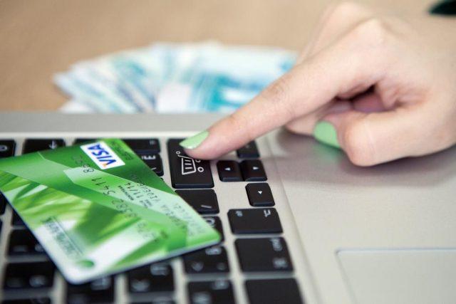 Сбербанк назвал популярные мошеннические схемы с банковскими картами