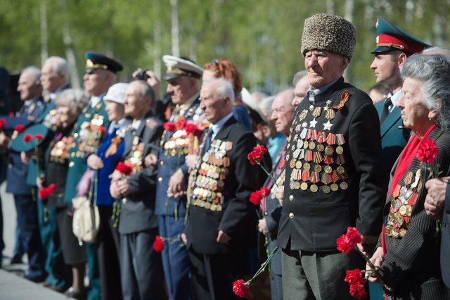 Кому из пенсионеров заплатят в мае 10000 рублей?