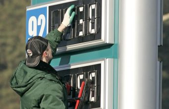 Госдума рассмотрит вопрос роста цен на бензин