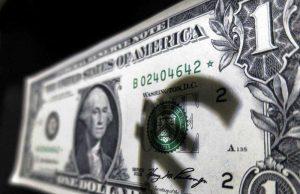 По заявлению Минфина Россия может перевести внешнеторговые расчеты с доллара на евро