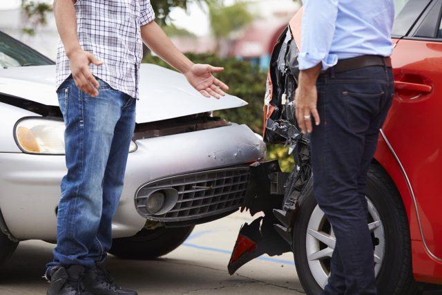 ОНФ предлагает обязать страховщиков возмещать убытки, если один из участников ДТП без ОСАГО