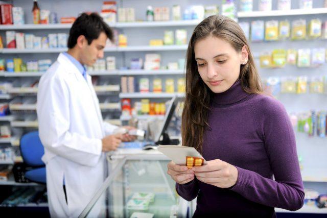 Россиянам с низкими доходами на покупку лекарств могут начать выдавать деньги