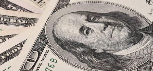 Минфин объяснил дороговизну доллара для россиян