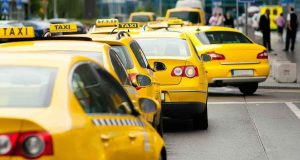 Обязанность страховать пассажиров распространят и на таксистов