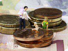 Выплату пособий на детей предложили продлить до трех лет