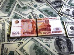Обвал рубля помог России