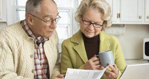 Старики-заемщики. Как помочь пожилым людям избежать долговой кабалы