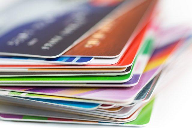Эксперты рассказали, сколько банки зарабатывают на карточных платежах